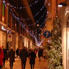Pausa dello shopping in via Montanapoleone