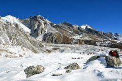 Pause auf dem Weg zum Larke Pass beim Manaslu-Trek