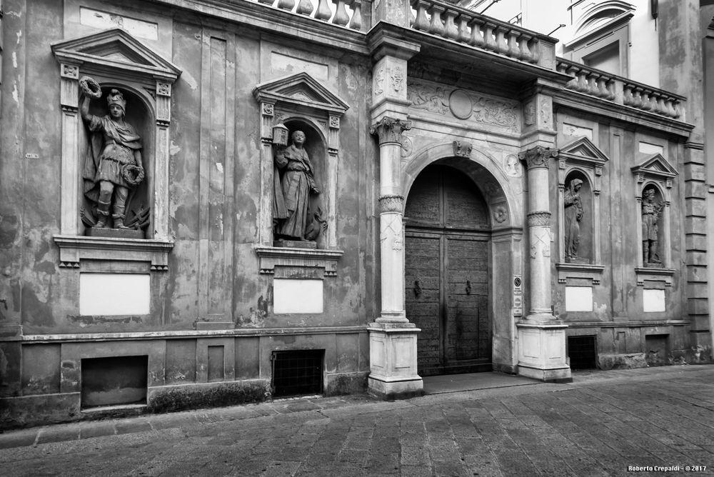 Pavia, centro storico, antico palazzo