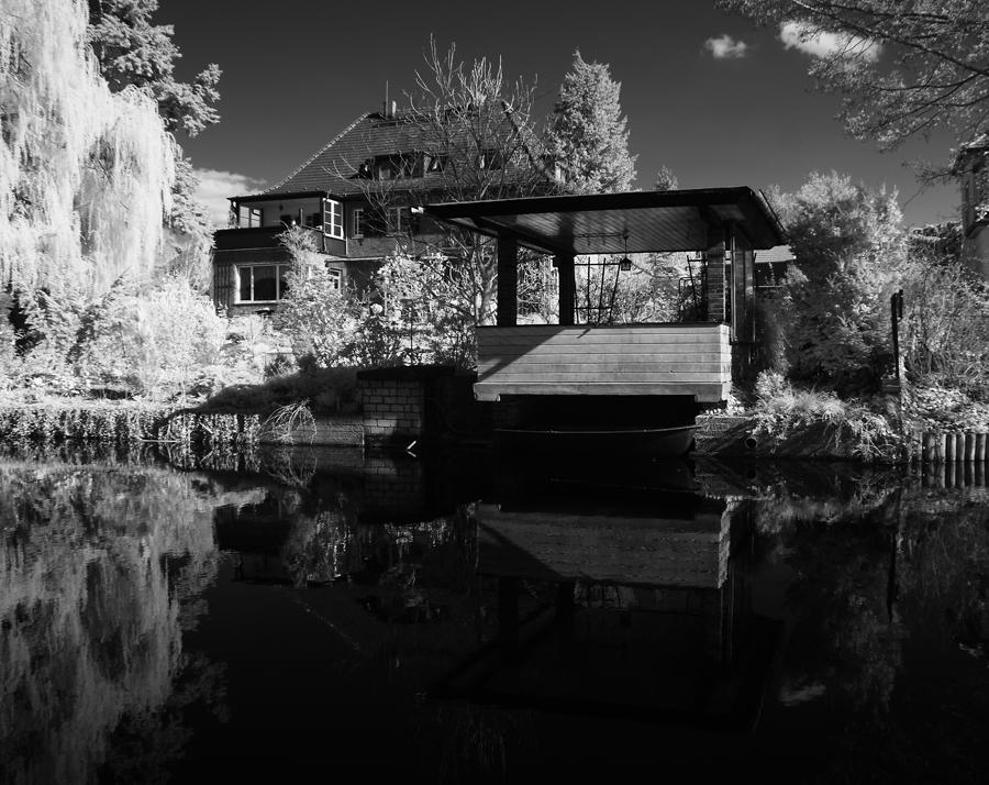 Pavillon am Wasser