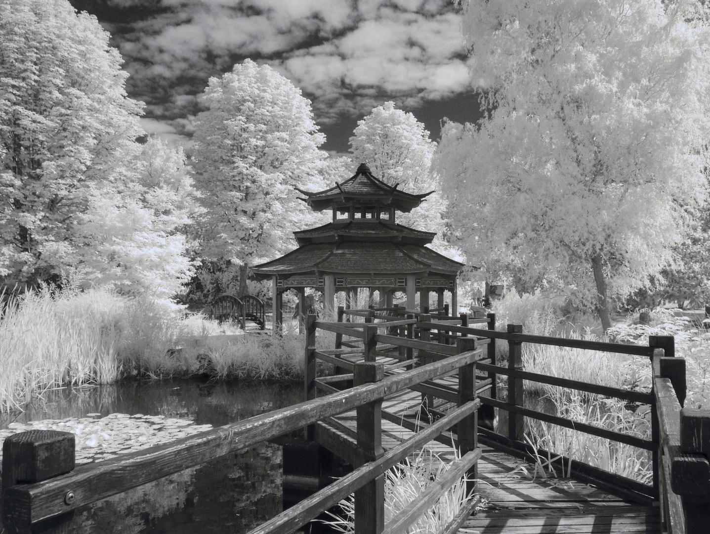 Pavillon im asiatischen Garten