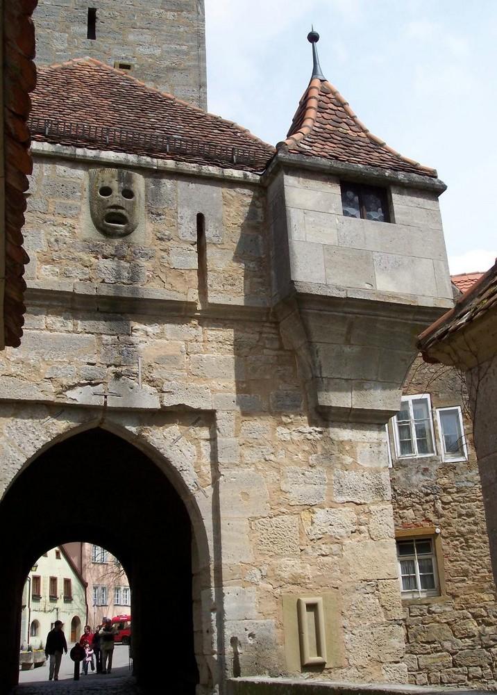 Pechmaske am Burgtor