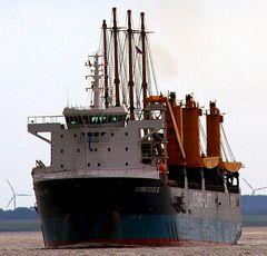 Peking auf der Combi Dock III kommt am 30.7.2017 nach Brunsbüttel
