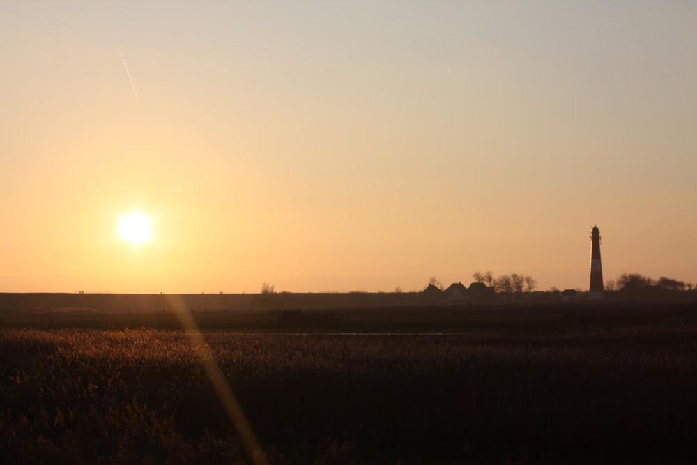 Pellwormer Leutchturm im Sonnenuntergang