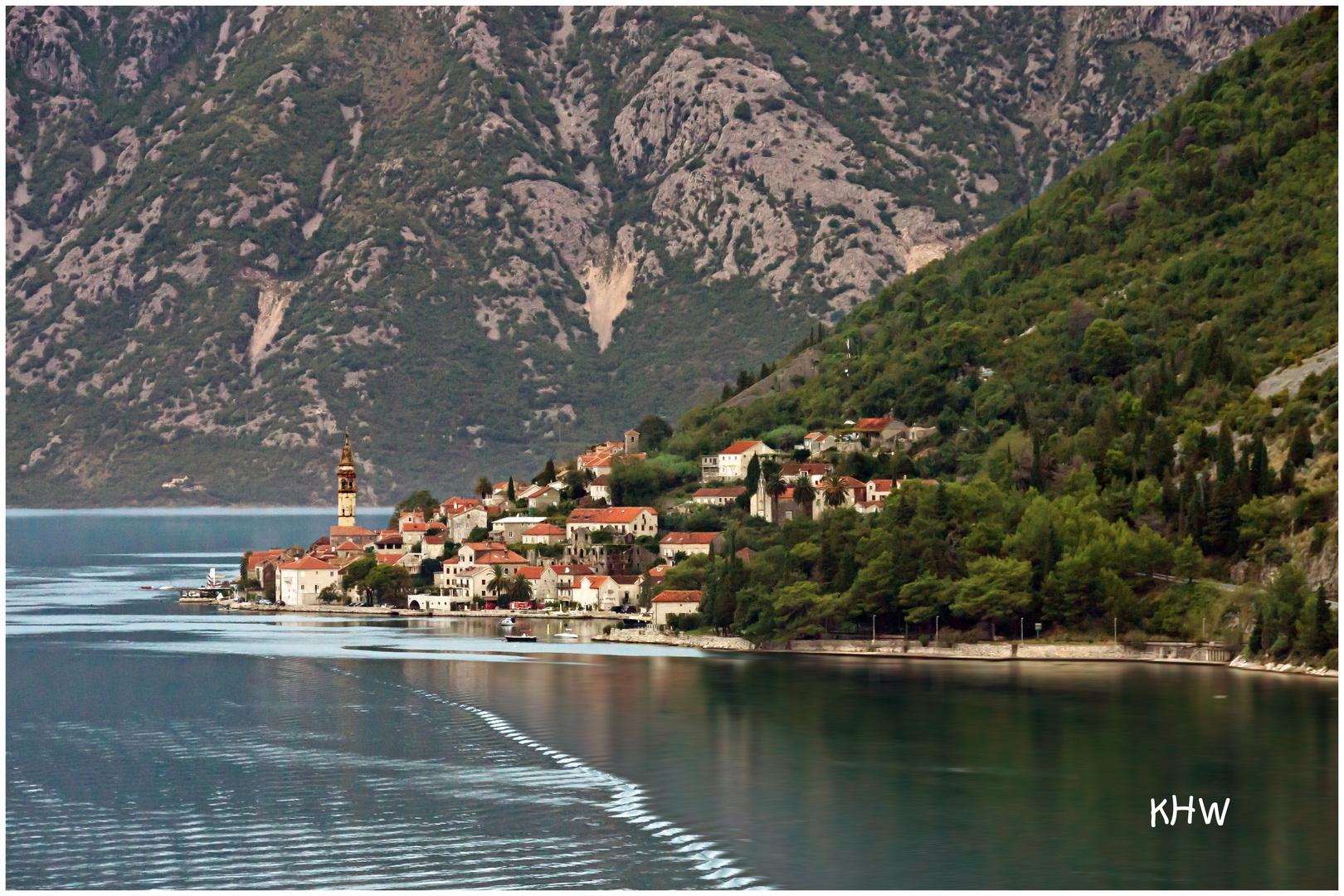 Perast in der Bucht von Kotor (Montenegro)