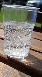 Perlendes Wasser