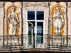 personajes de un balcón