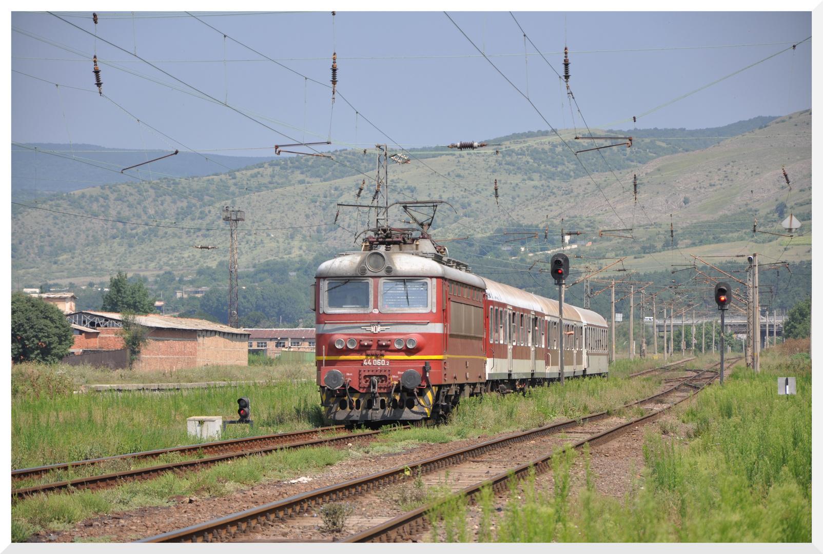 Personenzug in Aytos (Bulgarien)