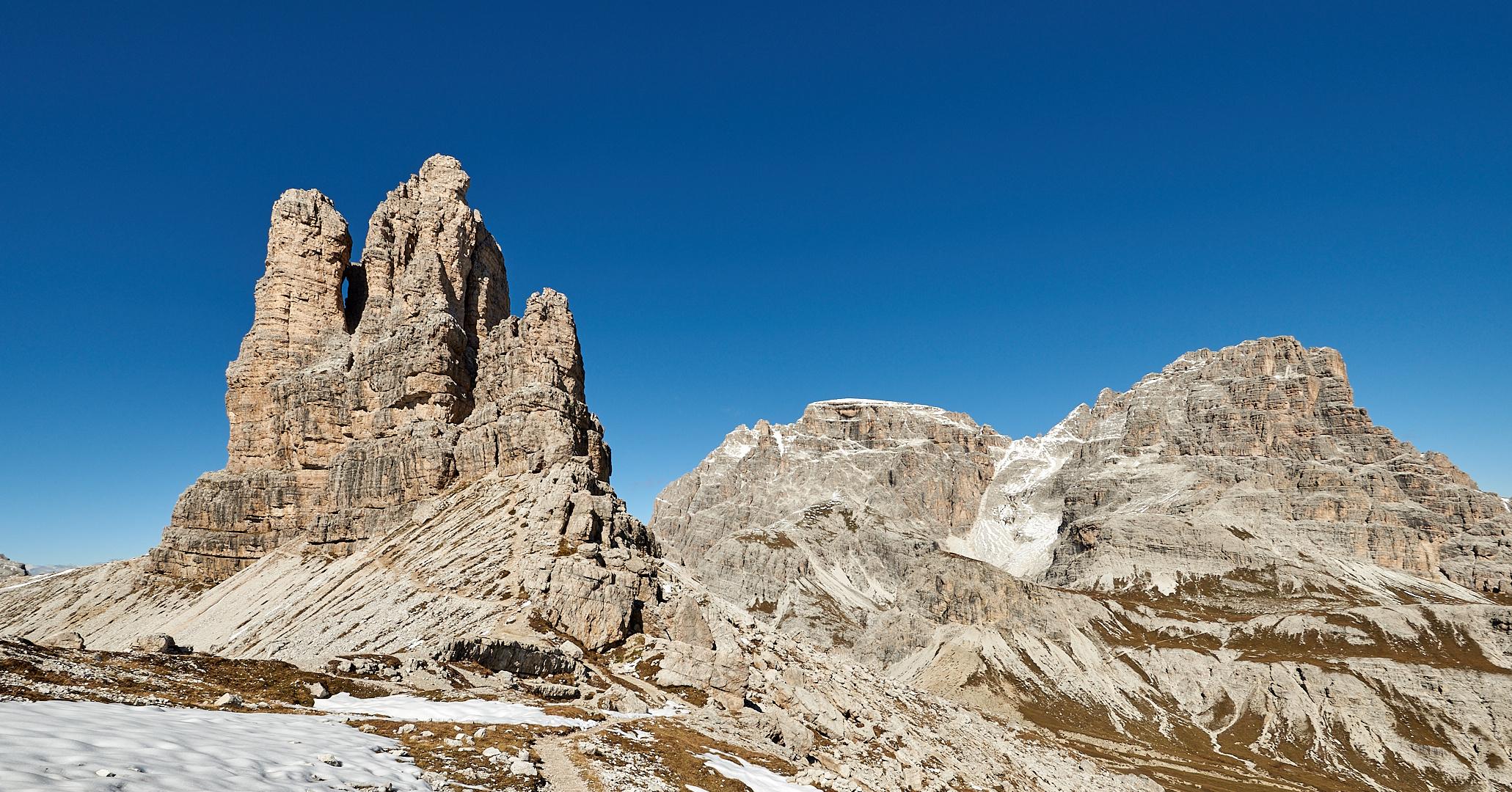 Perspektivisch bedingt wirkt der Toblinger Knoten links im Bild mit 2617 m Höhe  größer...