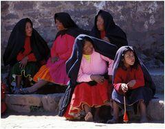 Peru: Mädchen und Frauen auf Taquile