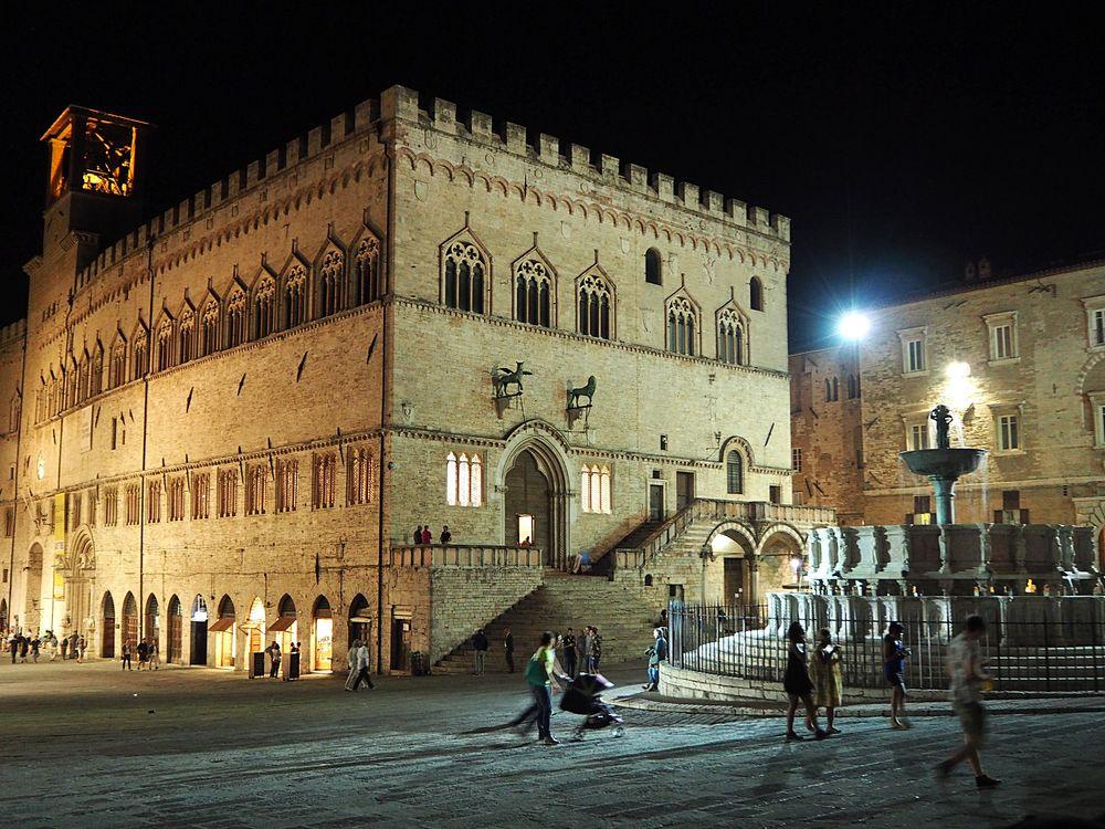 Perugia, Palazzo dei Priori by night