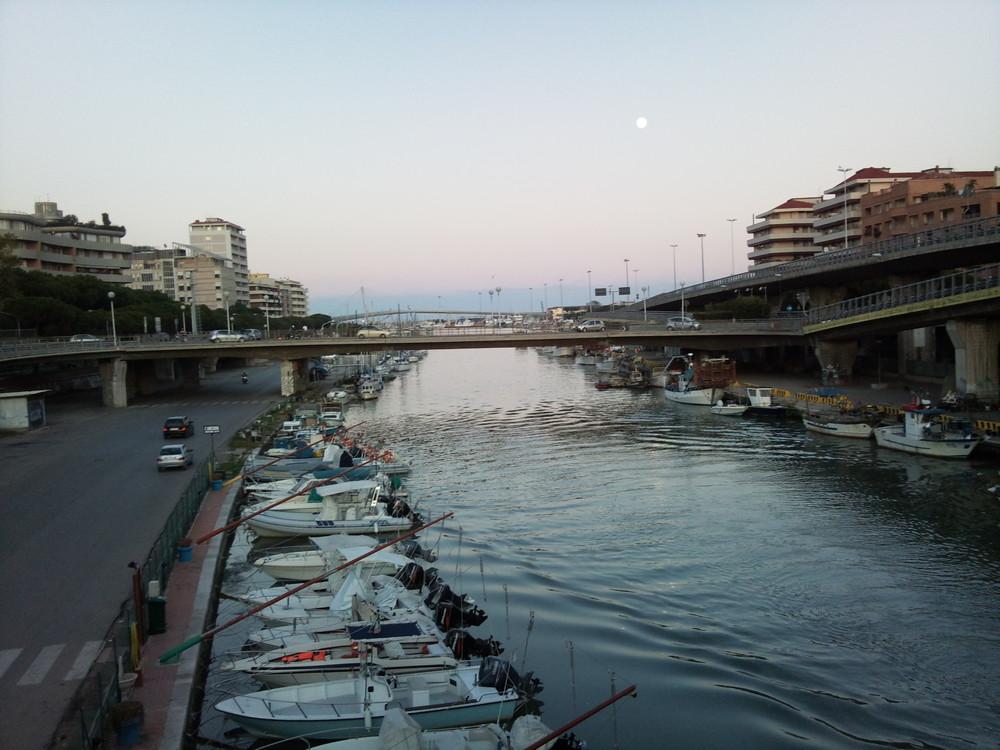 Pescara, Luna affacciata al porto canale!