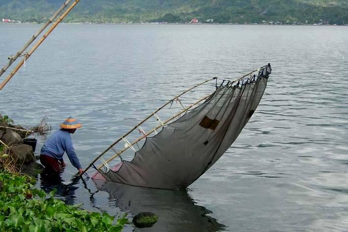 Pescatore a Sulawesi