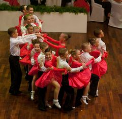 Petersburger Kindereformation bei der Tritsch-Tratsch Polka (1)