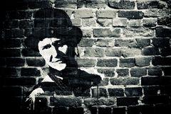 Peti auf der Mauer