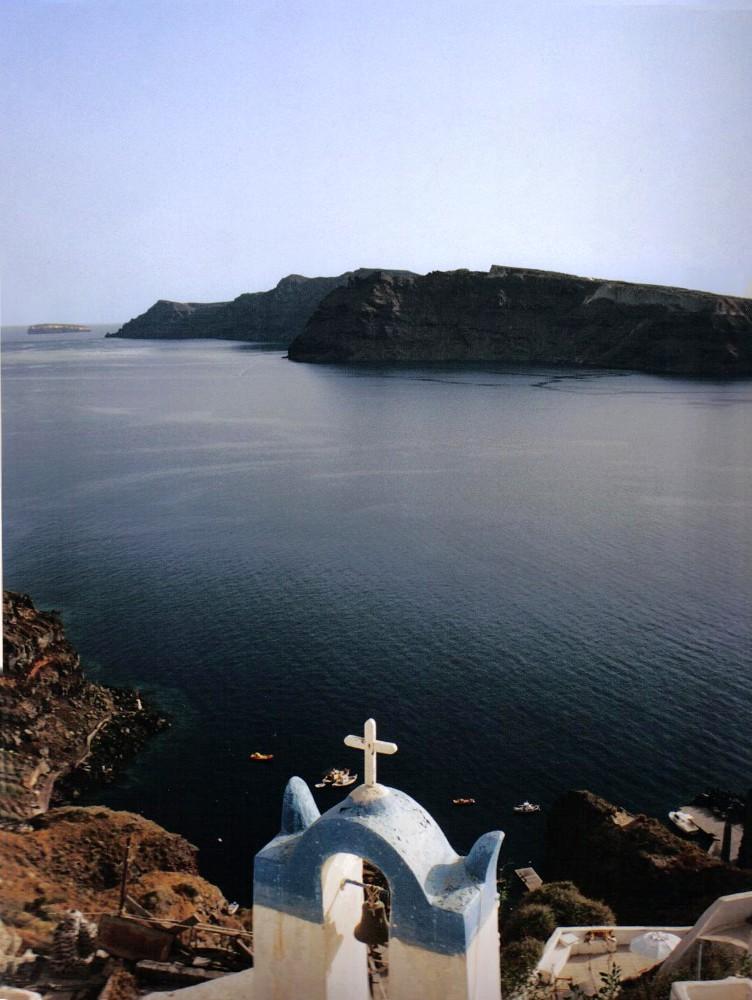 petite chapelle perdue dans le bleu ...