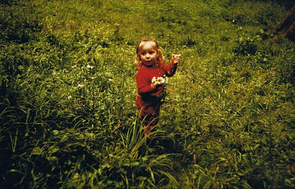 Petite fille aux fleurs - 1976