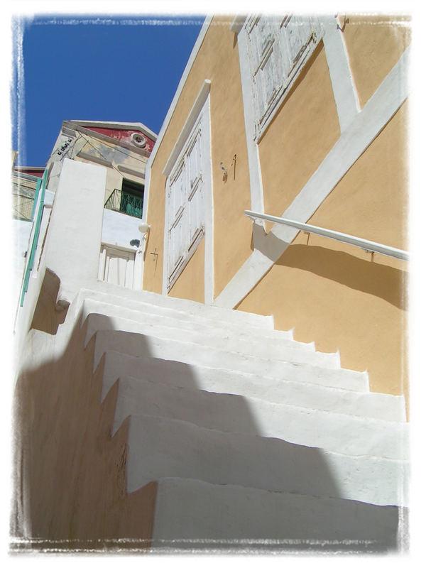 Petites ruelles de l'île de Simy (Rhodes)