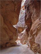 Petra  --  On avance dans le Siq…