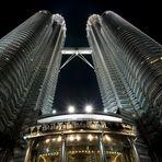Petronas Towers bei Nacht - Querformat