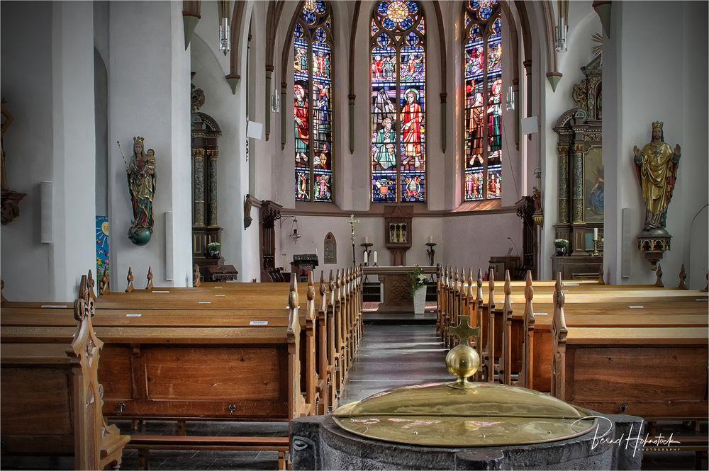 Pfarrkirche St. Peter Born .....
