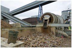 Pfeifer & Langen - Aussortierung der Steine aus den gelieferten Rüben