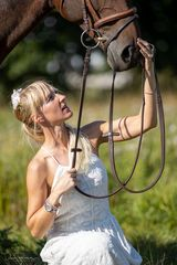 Pferde shooting im Gras mit Melanie