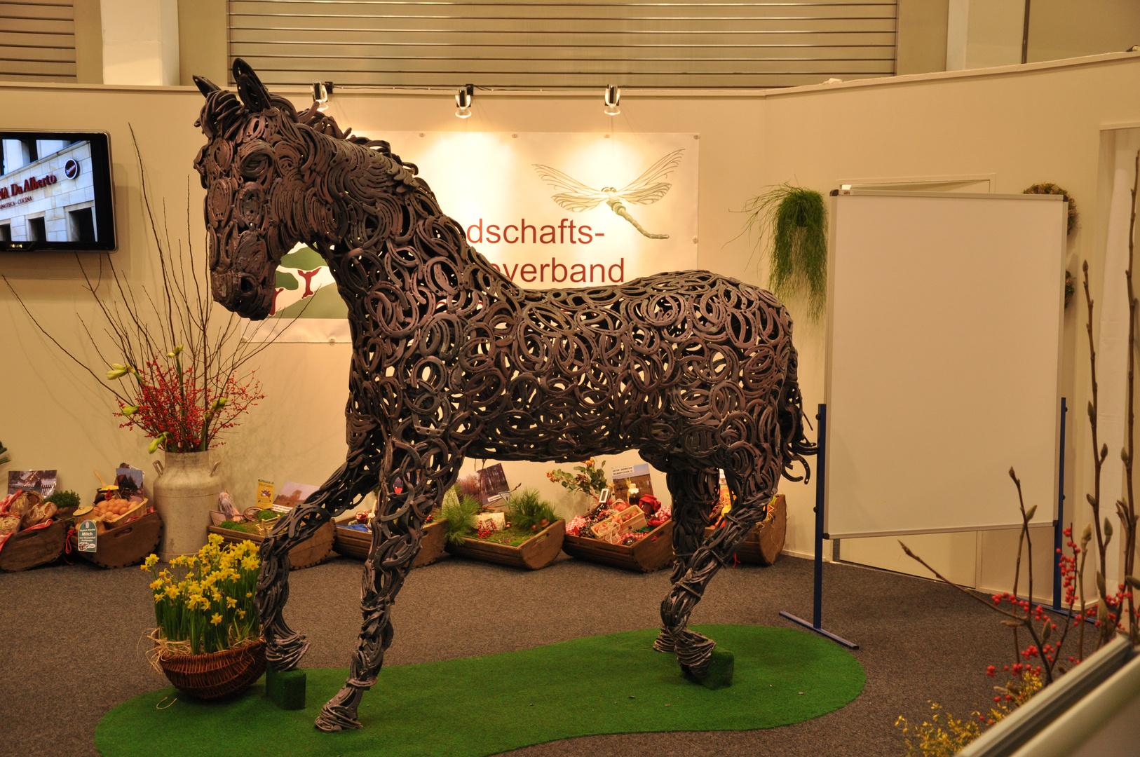 Pferdeskulptur aus Hufeisen