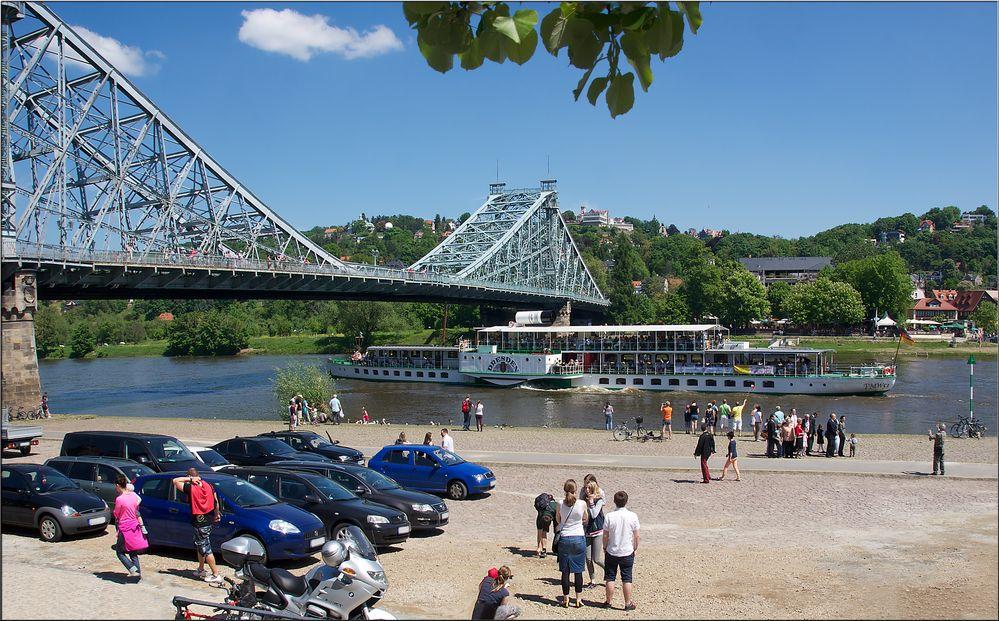 Pfingstausfahrt auf der Elbe bei Dresden (Bild 1)