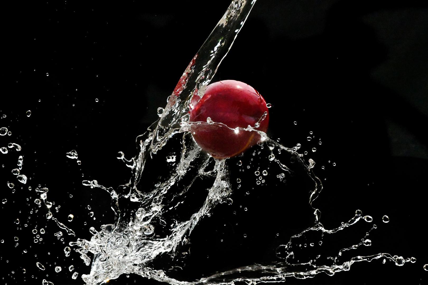 Pfirsich mit Wasser bespritzt