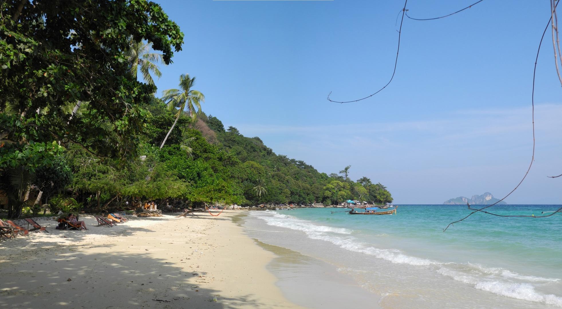 Phi Phi Island, relax bay Ressort, im Hintergrund: Moskito Island