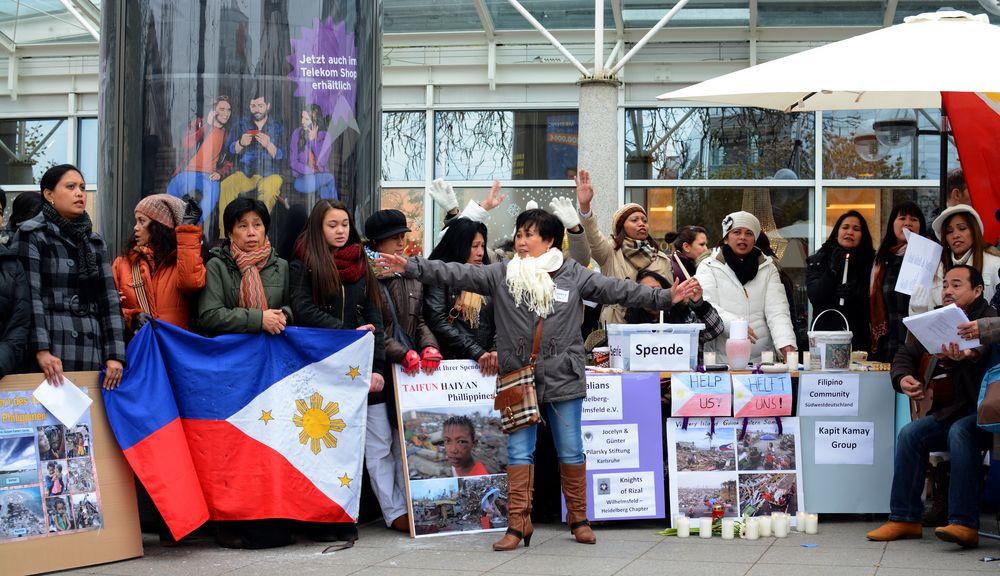 Phillippinen singen für die Taifunopfer