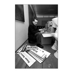 Photograph baut Ausstellung auf