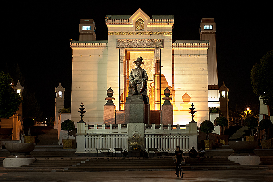 Phra Buddha Yodfa Monument