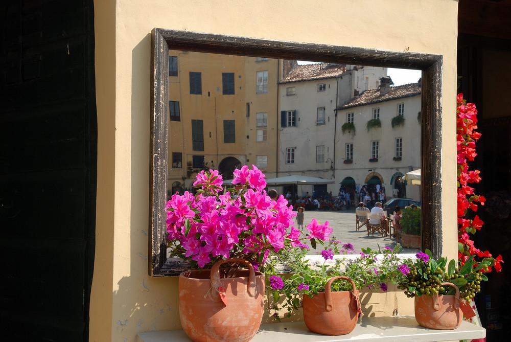 Piazza anfiteatro allo specchio