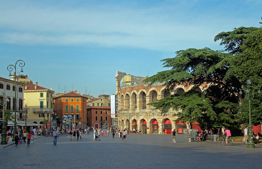 ..Piazza Brà..