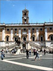 Piazza del Campidoglio - Roma. La statua equestre di Marco Aurelio, al centro della piazza .