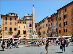 ... Piazza della Rotonda ...