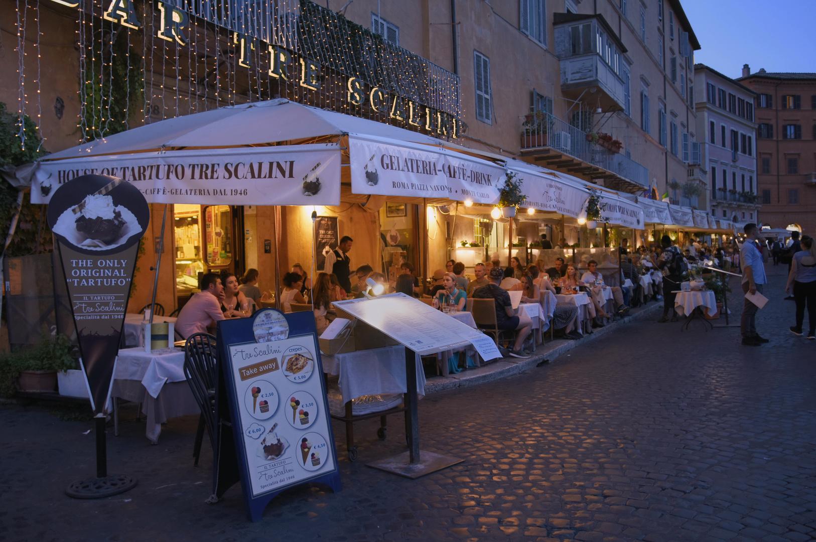 Piazza Navona pulsierendes Leben  - Rom -