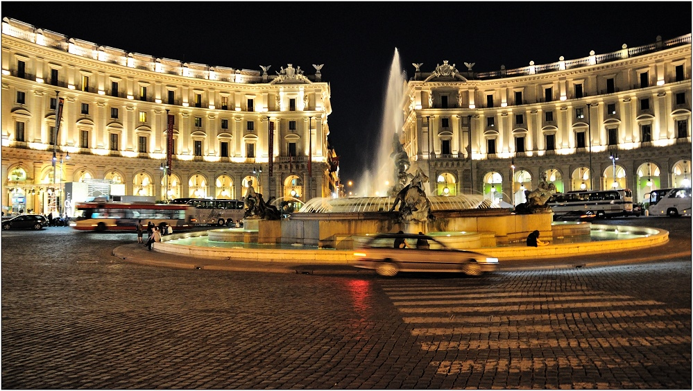 ... Piazza Repubblica ...
