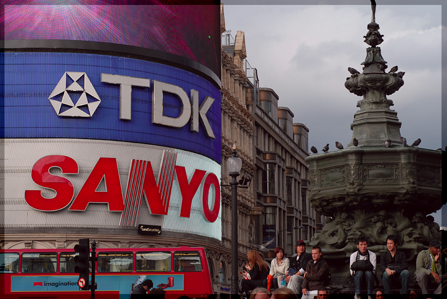 picadilly circus advertising