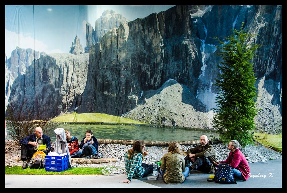 picknick in den bergen am see foto bild erwachsene menschen in der freizeit menschen. Black Bedroom Furniture Sets. Home Design Ideas