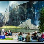 Picknick in den Bergen am See