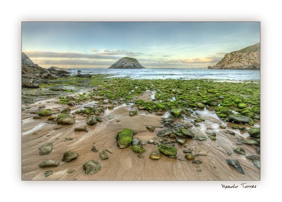 Piedras en la playa de Los Covachos (para Acedo y Quimet)