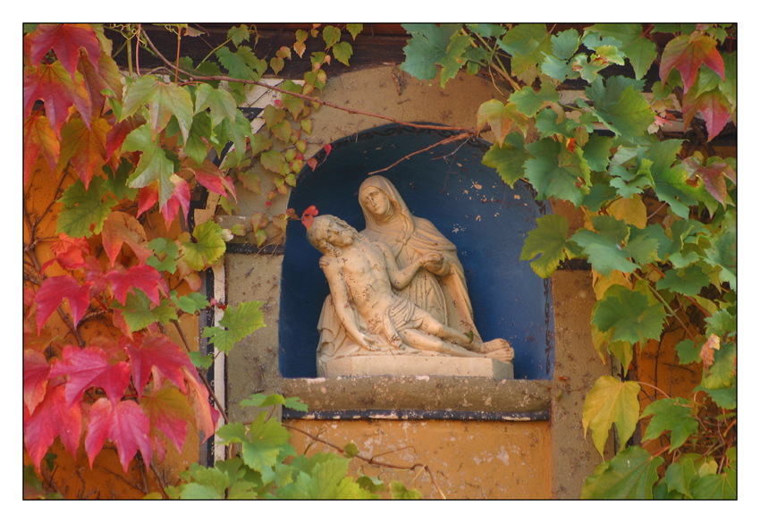 Pieta im Weinherbst