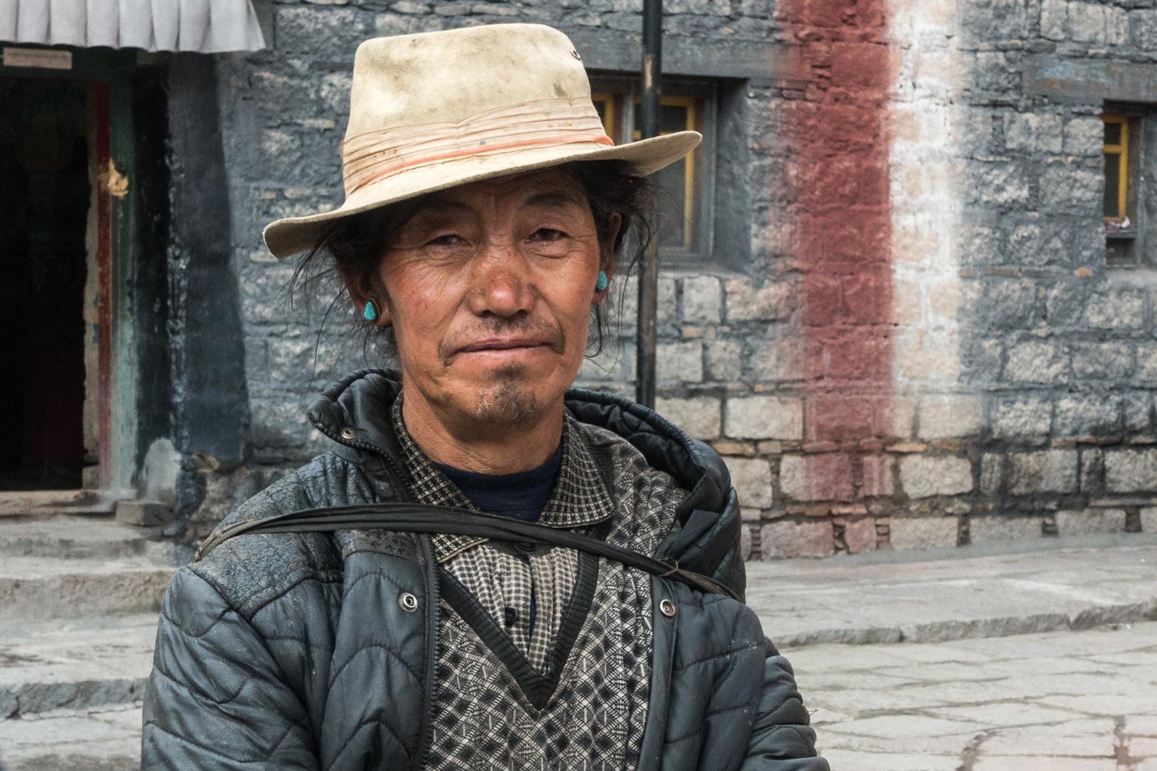 Pilger im Sakya-Kloster, Tibet