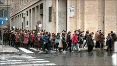 Pilgergruppen auf dem Weg zum Papst