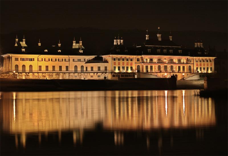 Pillnitz bei Nacht
