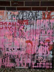 Pink-Grafffiti auf Glas