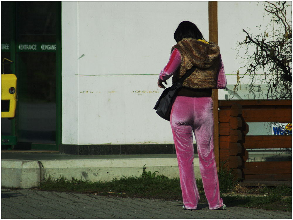... Pink Panther on the road ...